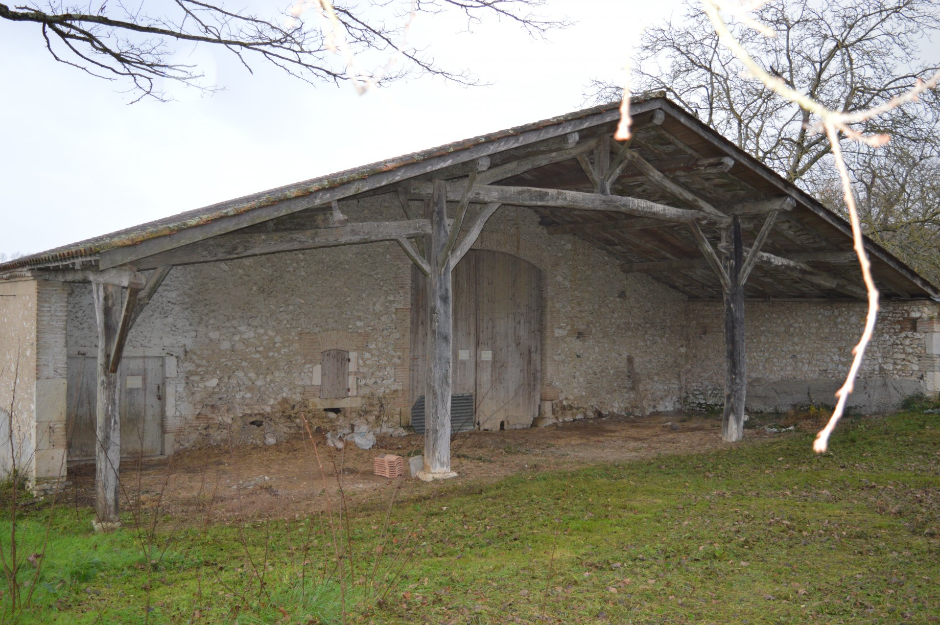 Ideal for restoration project, beautiful building on a beautiful wooded plot