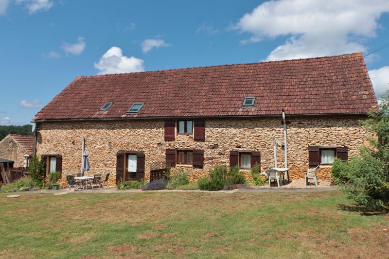 BETWEEN THE LOT AND THE DORDOGNE, ONLY 20 MINUTES AWAY FROM SARLAT, MAIN HOUSE WITH 2 GITES AND 1850