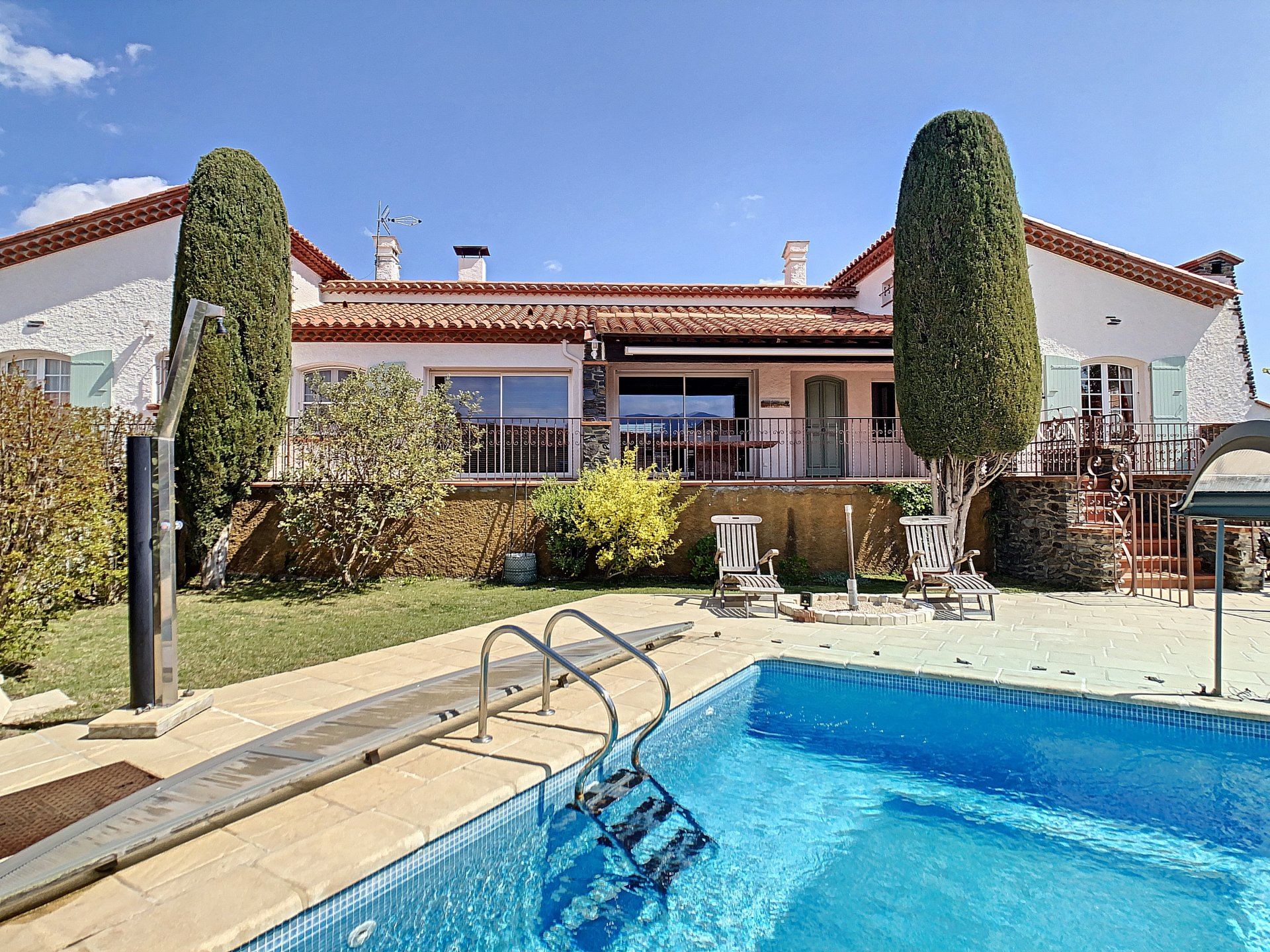 SPACIOUS AND COMFORTABLE FAMILY HOME WITH POOL, LE BOULOU