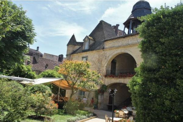 MEDIEVAL CENTER OF SARLAT / VERY FAMOUS AND HISTORICAL BUILDING FROM 16th Century, INCLUDING A RESTA