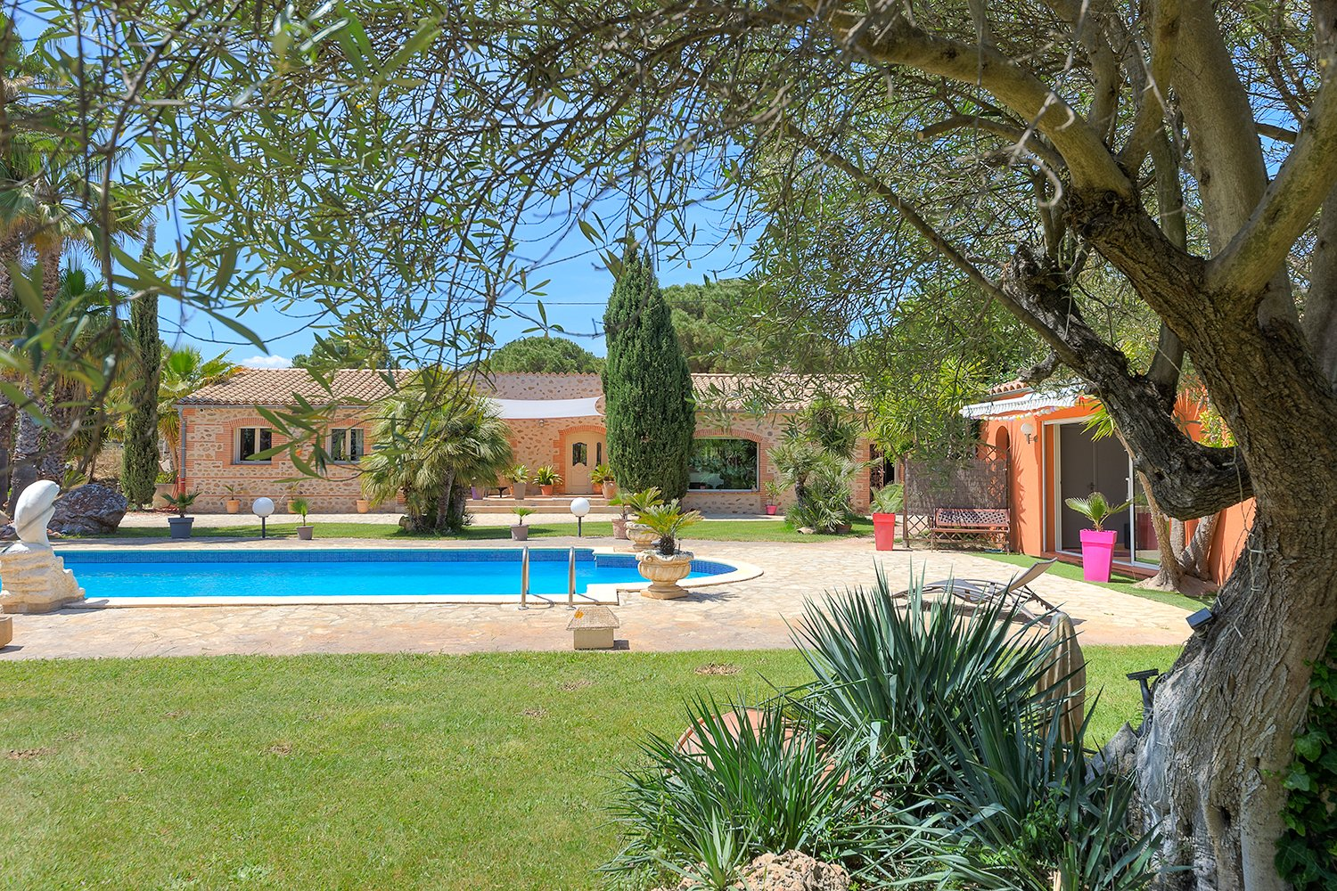 STONE CHARACTER FARMHOUSE ON 5080M² OF LAND WITH POOL, PERPIGNAN