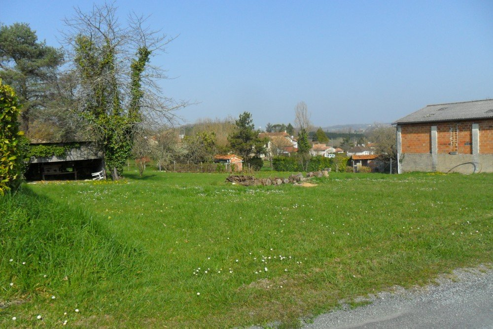 Excellent building plot with previous permission for the construction of two houses