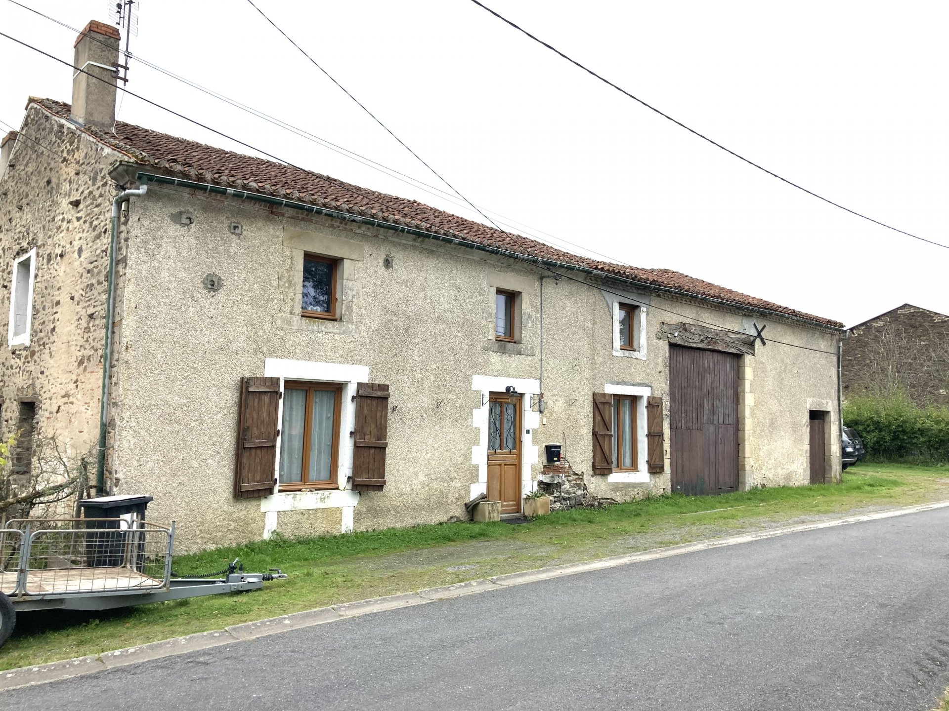 Five bedroom, four bathroom hamlet home with further small house to renovate