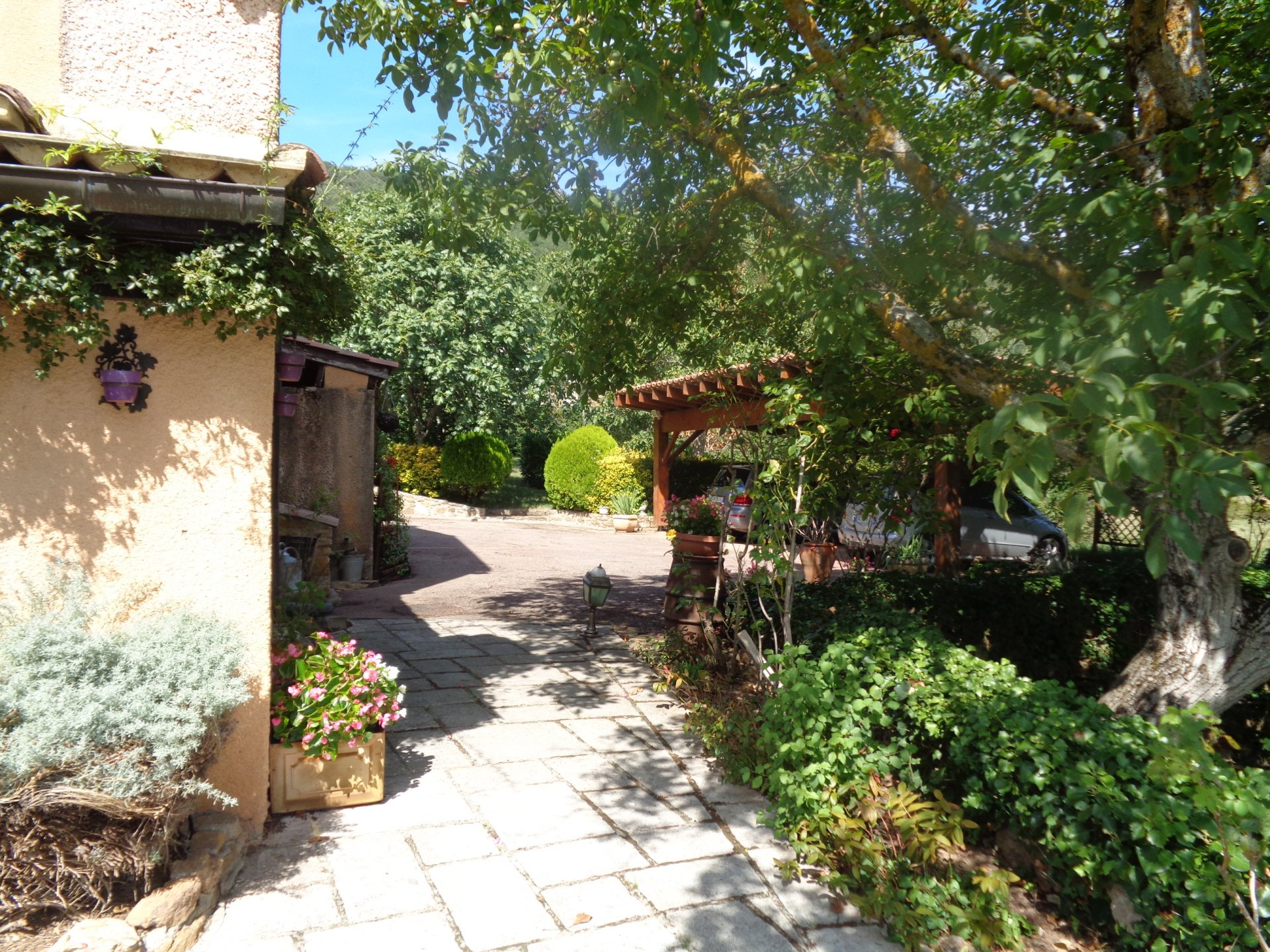 Superb country estate with over 50 hectares of land