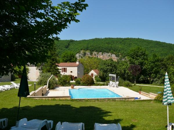IN A VERY NICE LOCATION, 5 MINUTES AWAY FROM SHOPS, WONDERFUL OLD STONE ENSEMBLE WITH LOVELY MAIN HO