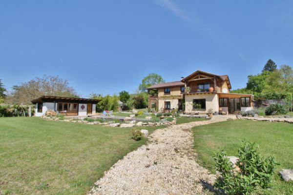 MAGNIFICENT COMPLEXE !! MILL WITH ITS REACH ON A 4.3 ACRES RAISED PARK WITH INDEPENDENT VILLA ... ID