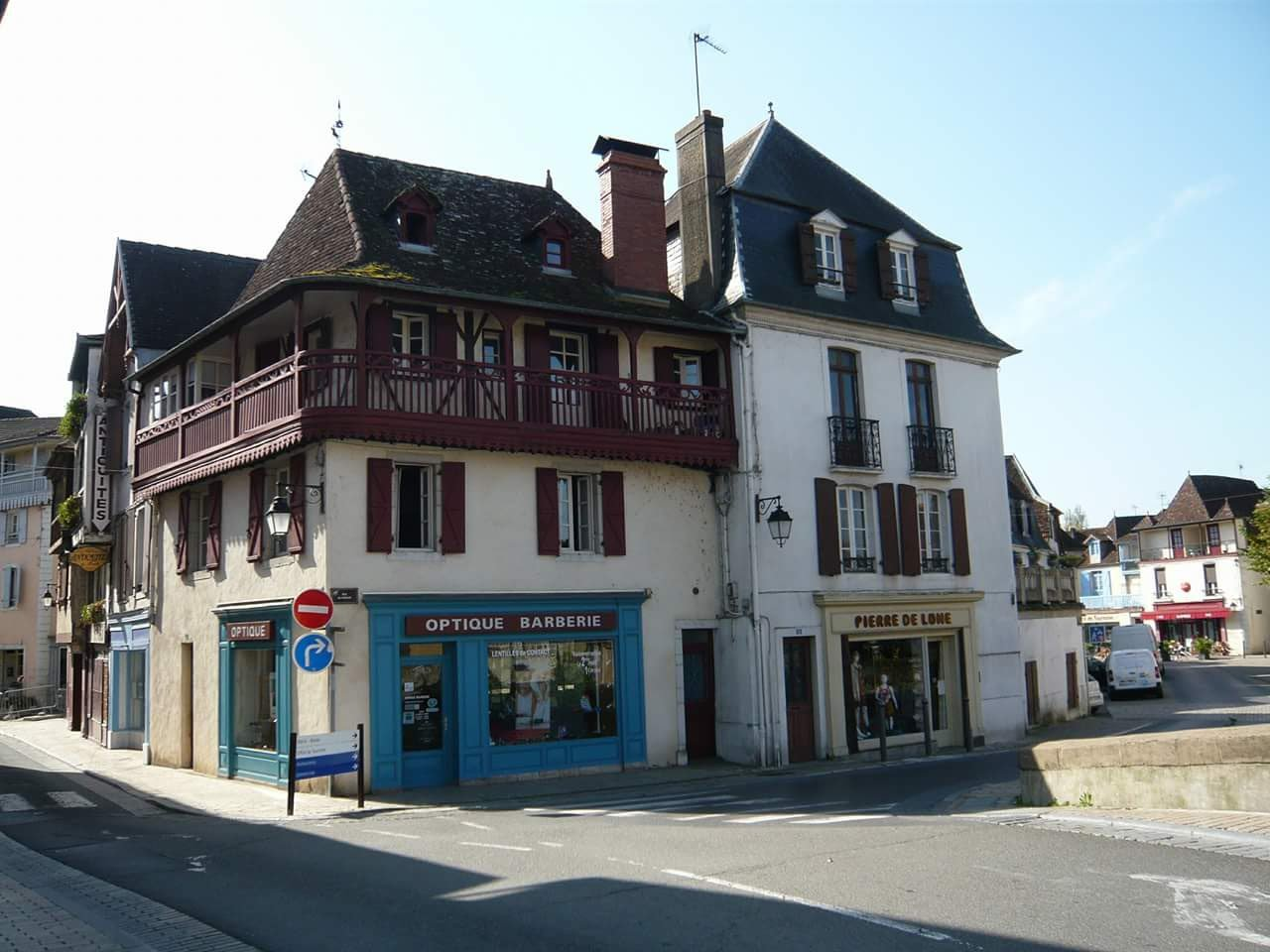 A 17th Century Béarnaise townhouse with view of the river