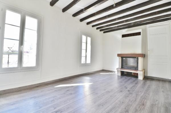 IN THE HEART OF A CHARMING LITTLE TOWN OF THE PERIGORD NOIR, LOVELY OLD STONE BUILDING COMPOSED OF A