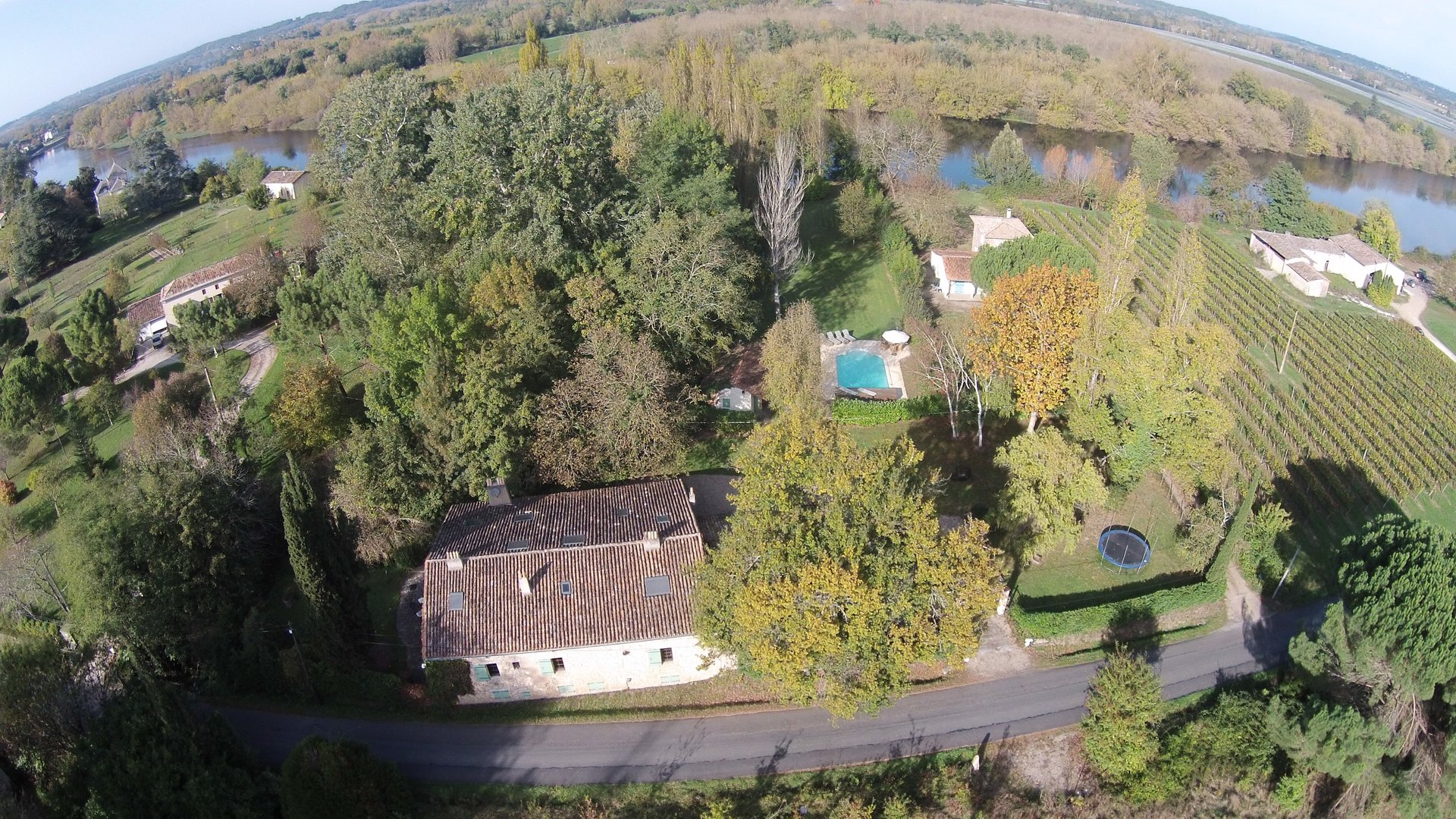 Stunning home on the banks of the Dordogne river