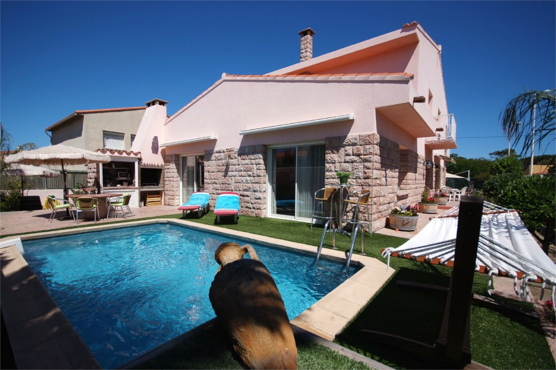 FULLY DETACHED STONE BUILT VILLA, GARDEN, POOL, CANET PLAGE