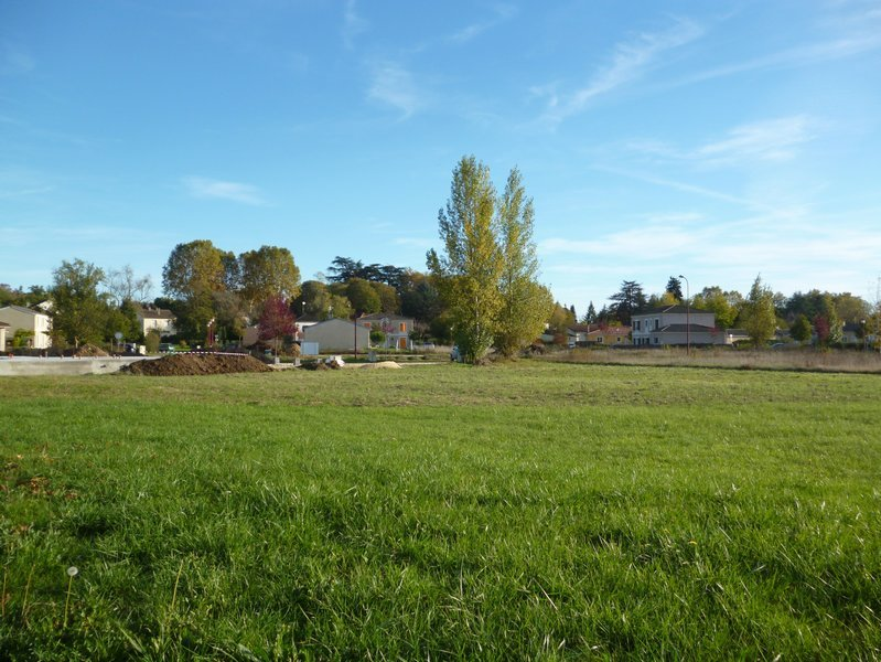 Close to Bergerac town centre, 827 m² building plot