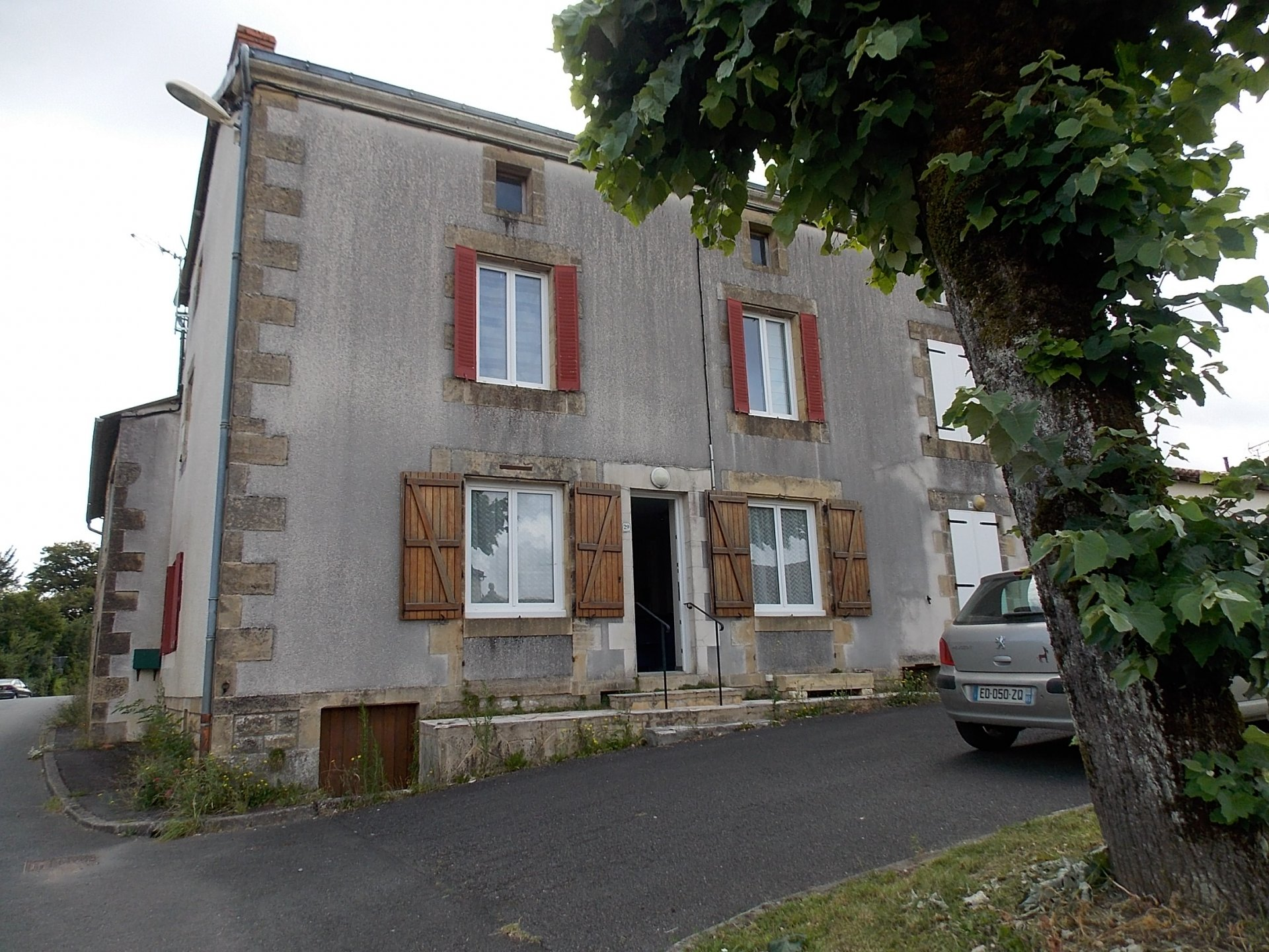 4 bed house in centre of pretty village