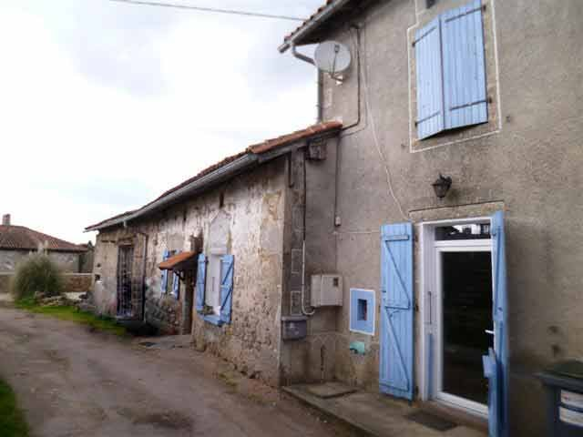 REDUCED PRICE ! Cottage with barn for sale in the centre of the park Perigord-Limousin