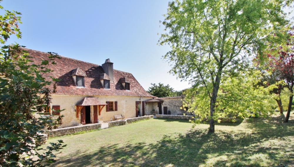 STONE PROPERTY BETWEEN SARLAT AND BERGERAC - COUNTRYSIDE ENVIRONMENT, IN ABSOLUTE TRANQUILITY - MAIN