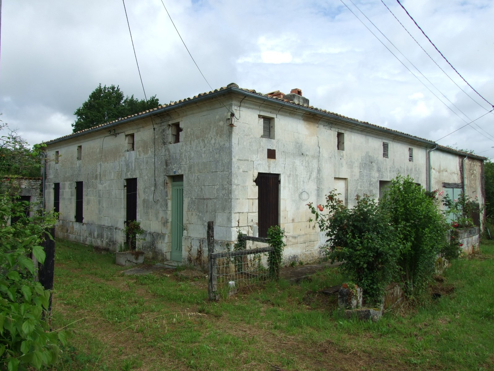 Great price for 3 bed house to RENOVATE with 6000m²