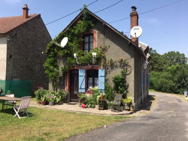Character 3 bed property set in a quiet hamlet