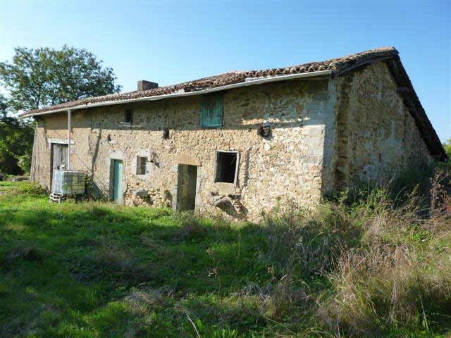 Authentic features: renovation project in the green Perigord area