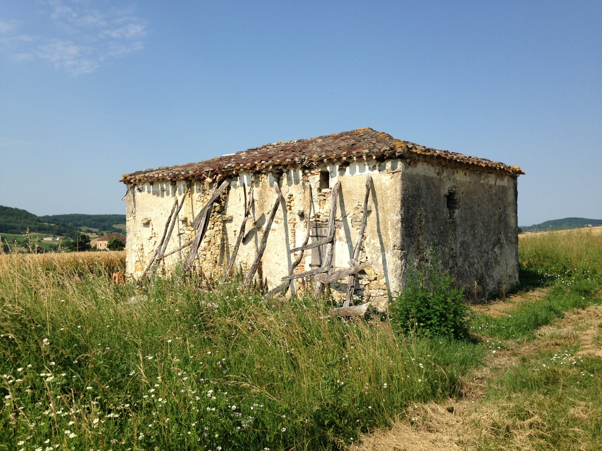 FABULOUS RENOVATION PROJECT in the heart of the Quercy countryside