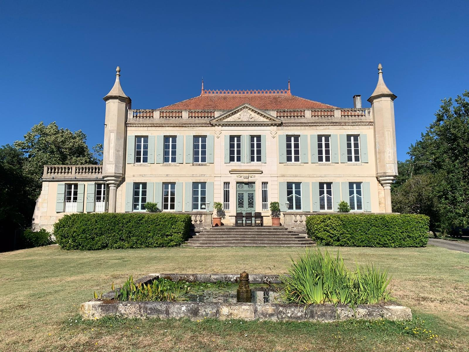 An elegant Gascon chateau in a private setting