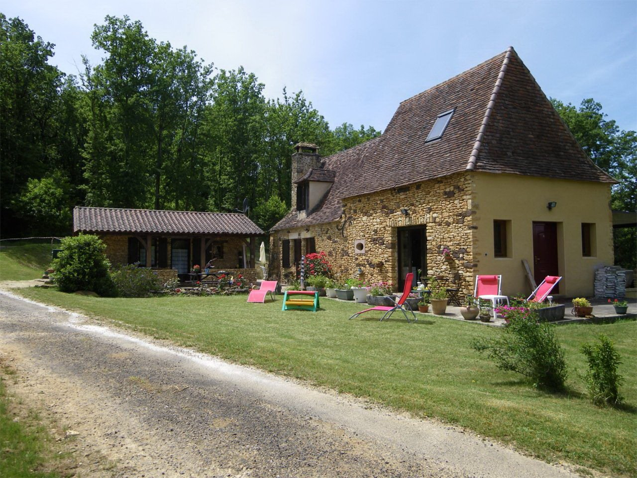 Perigordian house with separate studio, pool, view, in the countryside