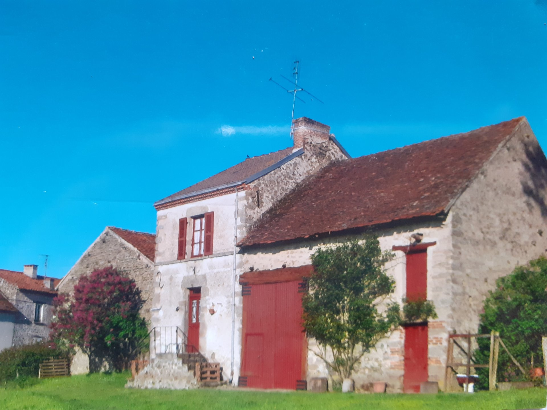 Attractive farmhouse to renovate with views!