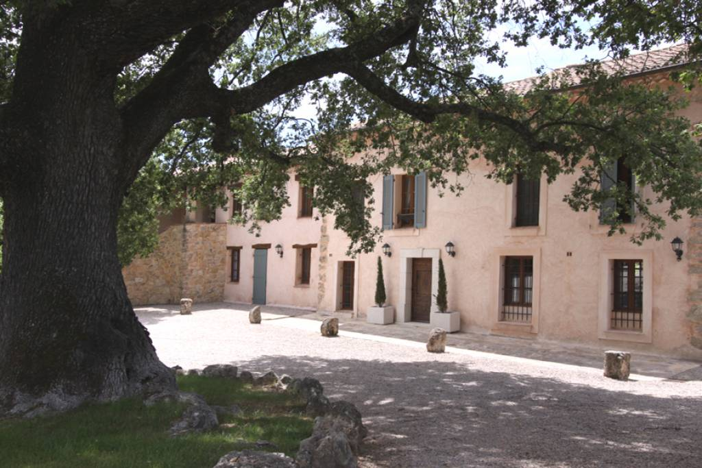 LORGUES STUNNING VIEW FOR THIS EXCEPTIONAL PROVENCAL BASTIDE