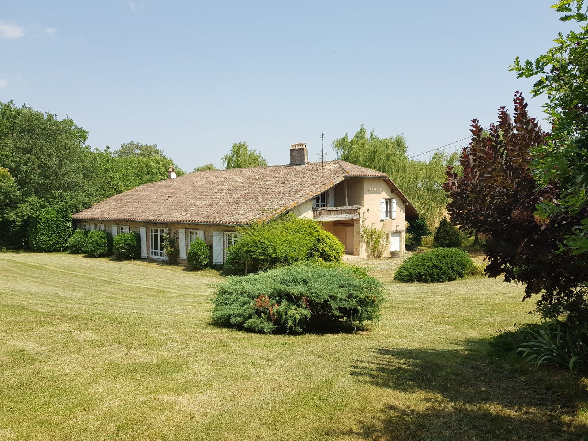 Superb fully renovated Lomagne style property with pool and far reaching views