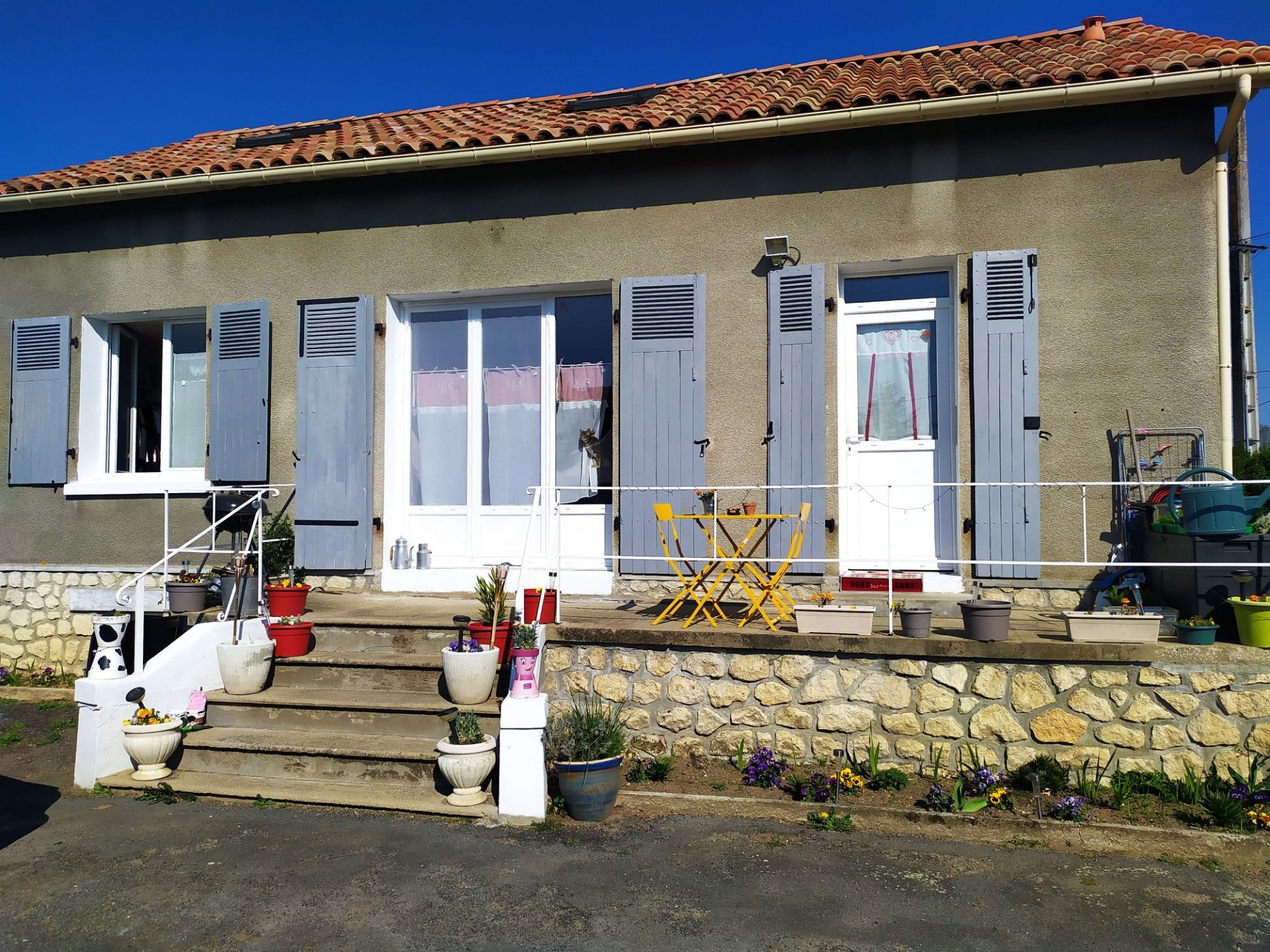 3-bedroom house with a garden of 1,000 M².