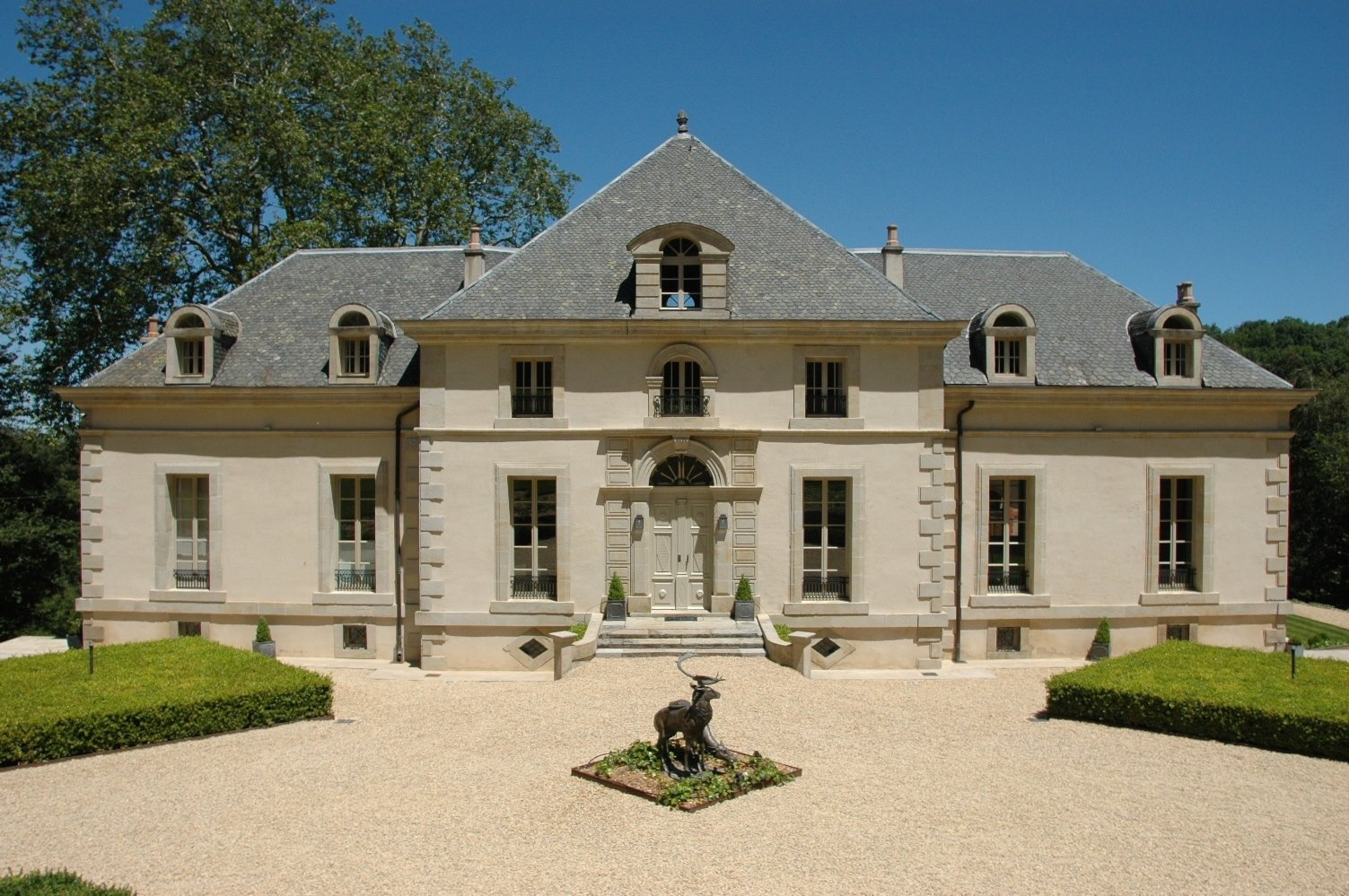 Exceptional Hunting lodge
