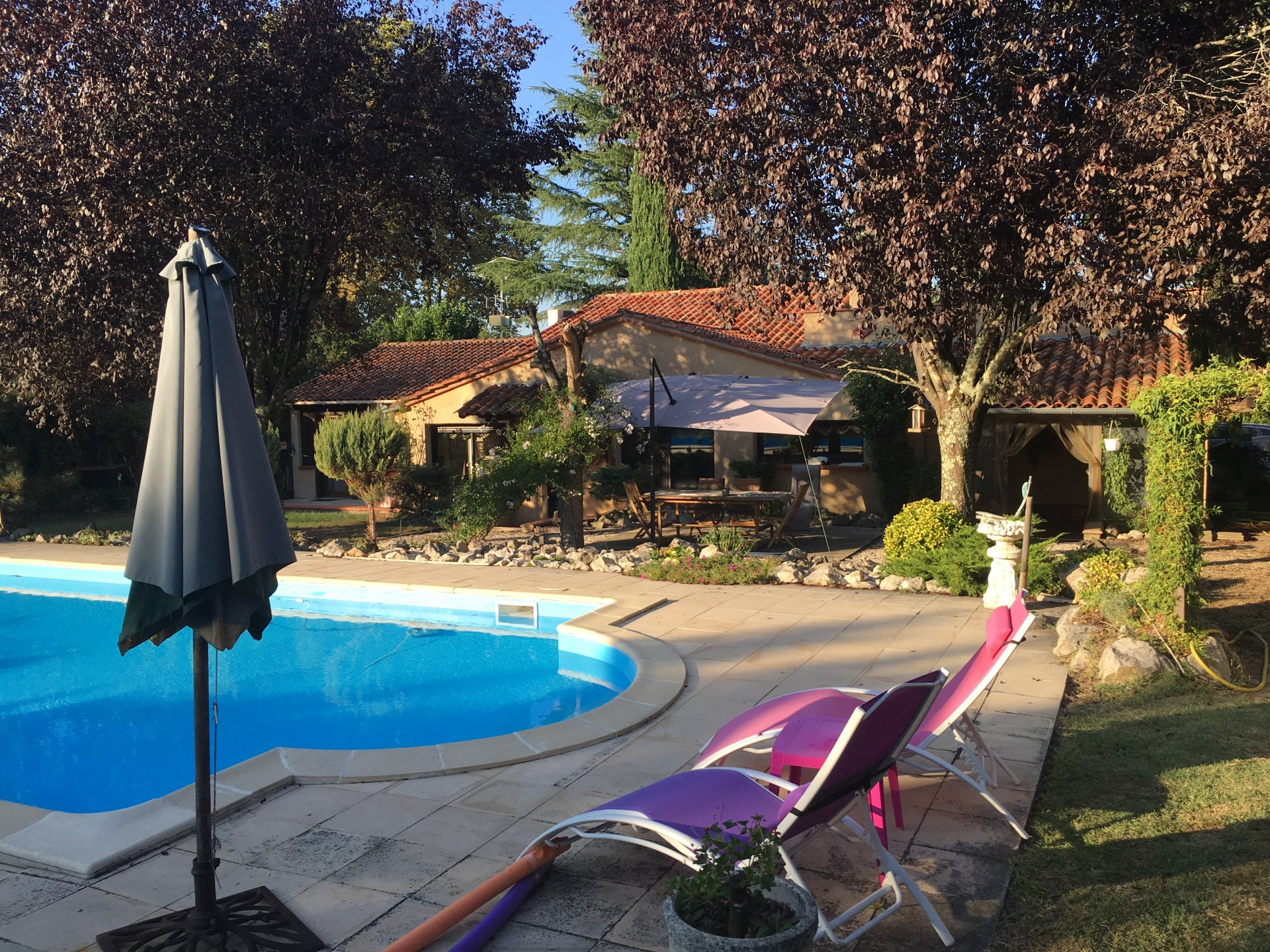 4 bedroomed house with pool and large garden