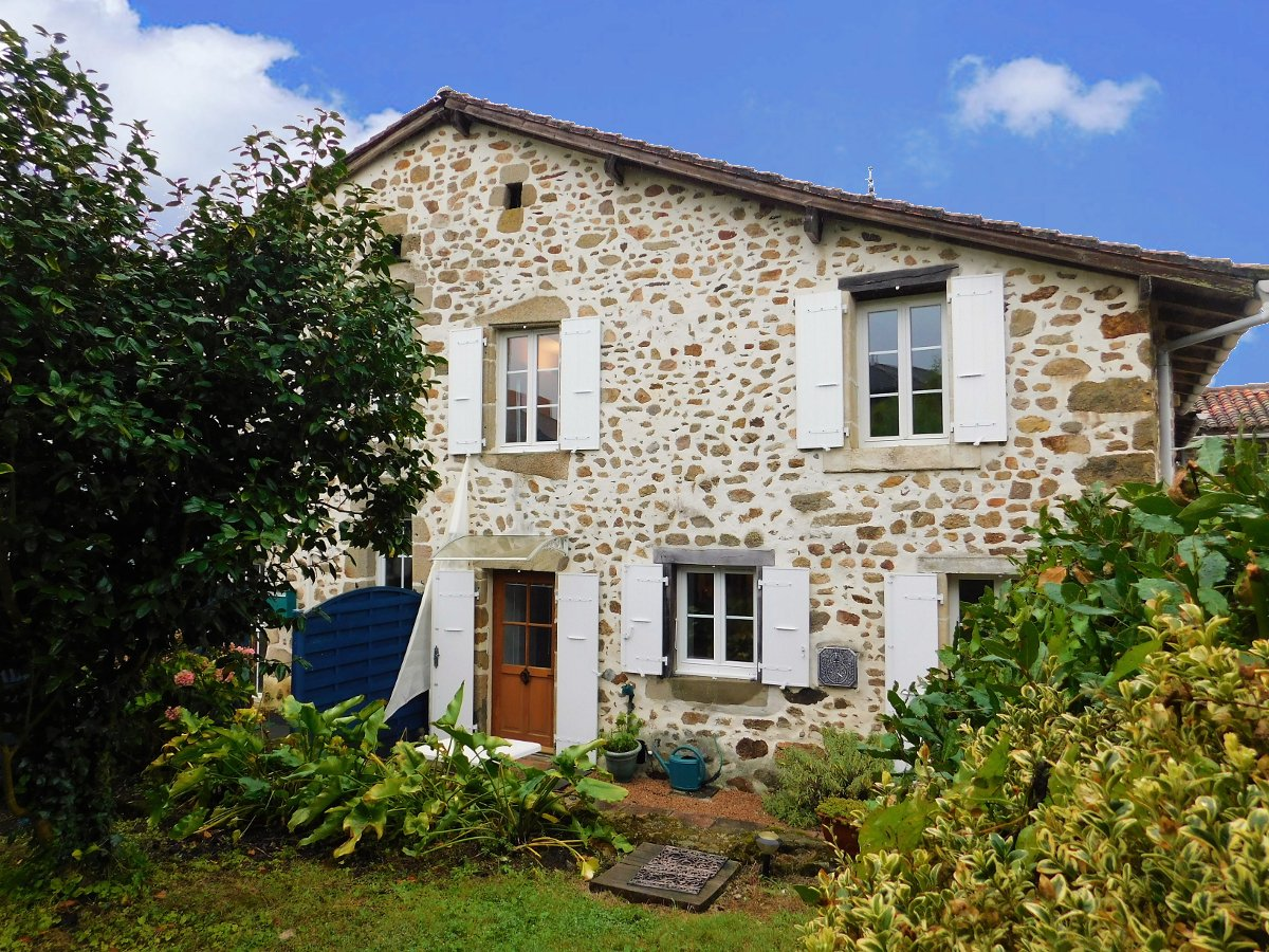 Beautiful stone house of 1835, village location, cottage with gite potential and large barn