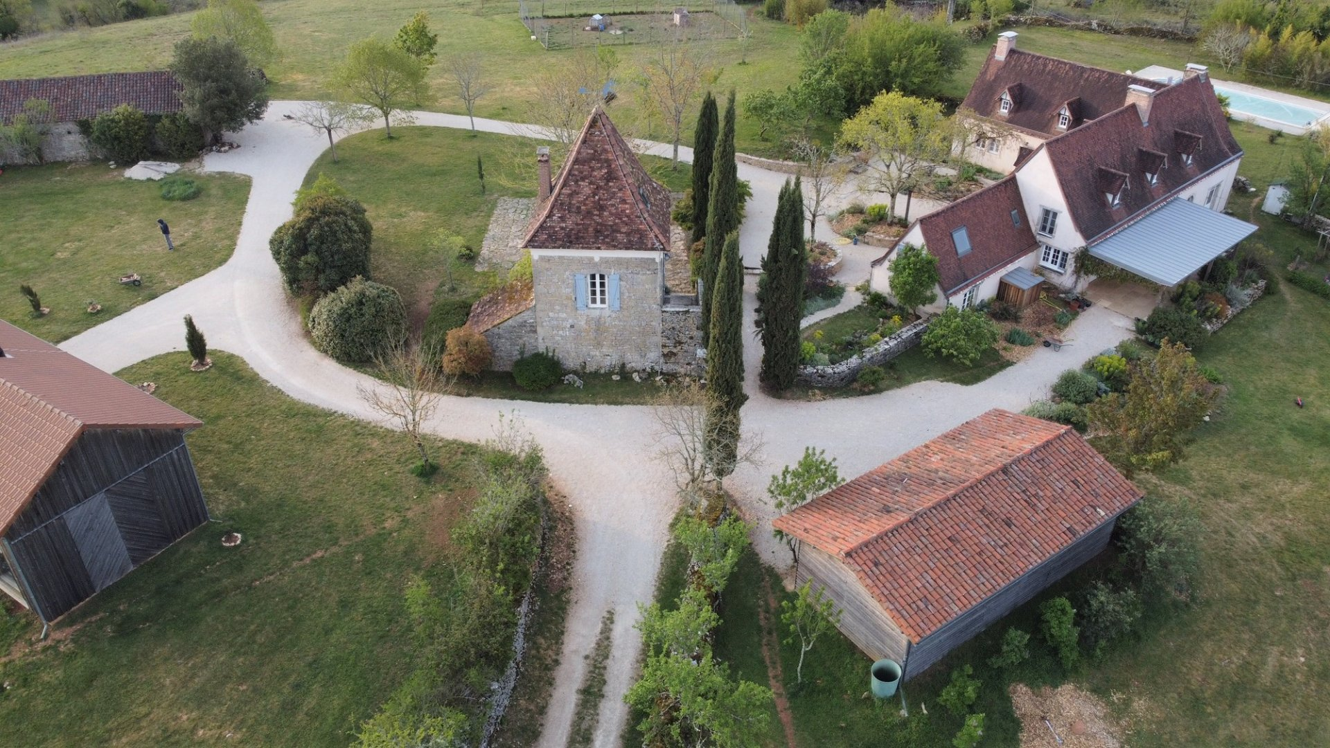 Superbly renovated farmhouse with truly breathtaking views in a peaceful and tranquil setting!