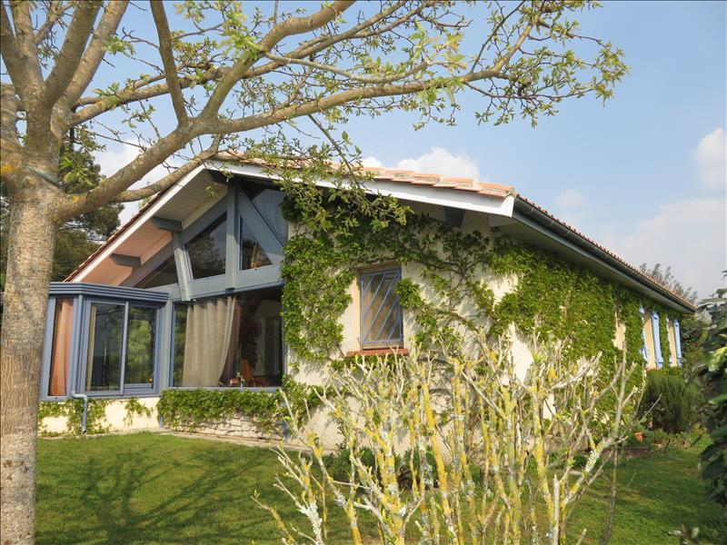 3 bedroom single-storey house with views