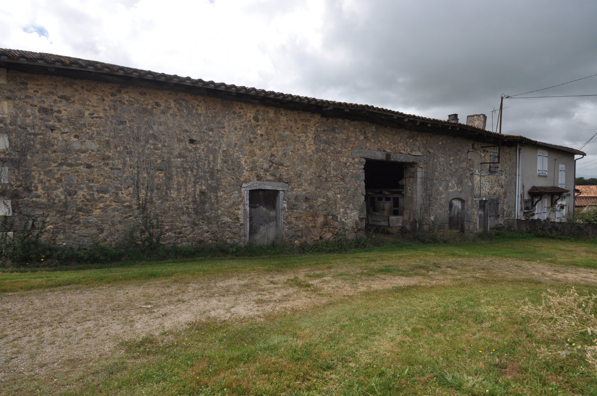Two stone houses to renovate, in a small hamlet with over 2000m² of land