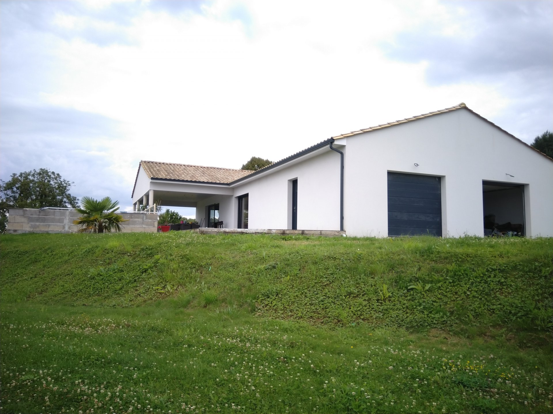 Bungalow of 192 m² with a pool and views