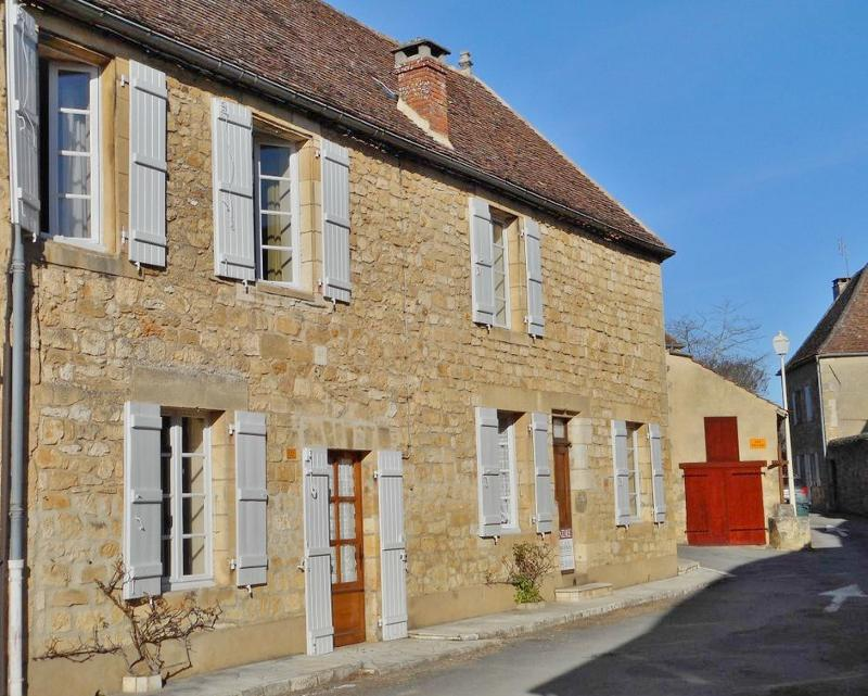 DORDOGNE VALLEY, IN ONE OF THE MOST BEAUTIFUL VILLAGES IN FRANCE (WITH ALL AMENITIES) AND CLOSE TO A