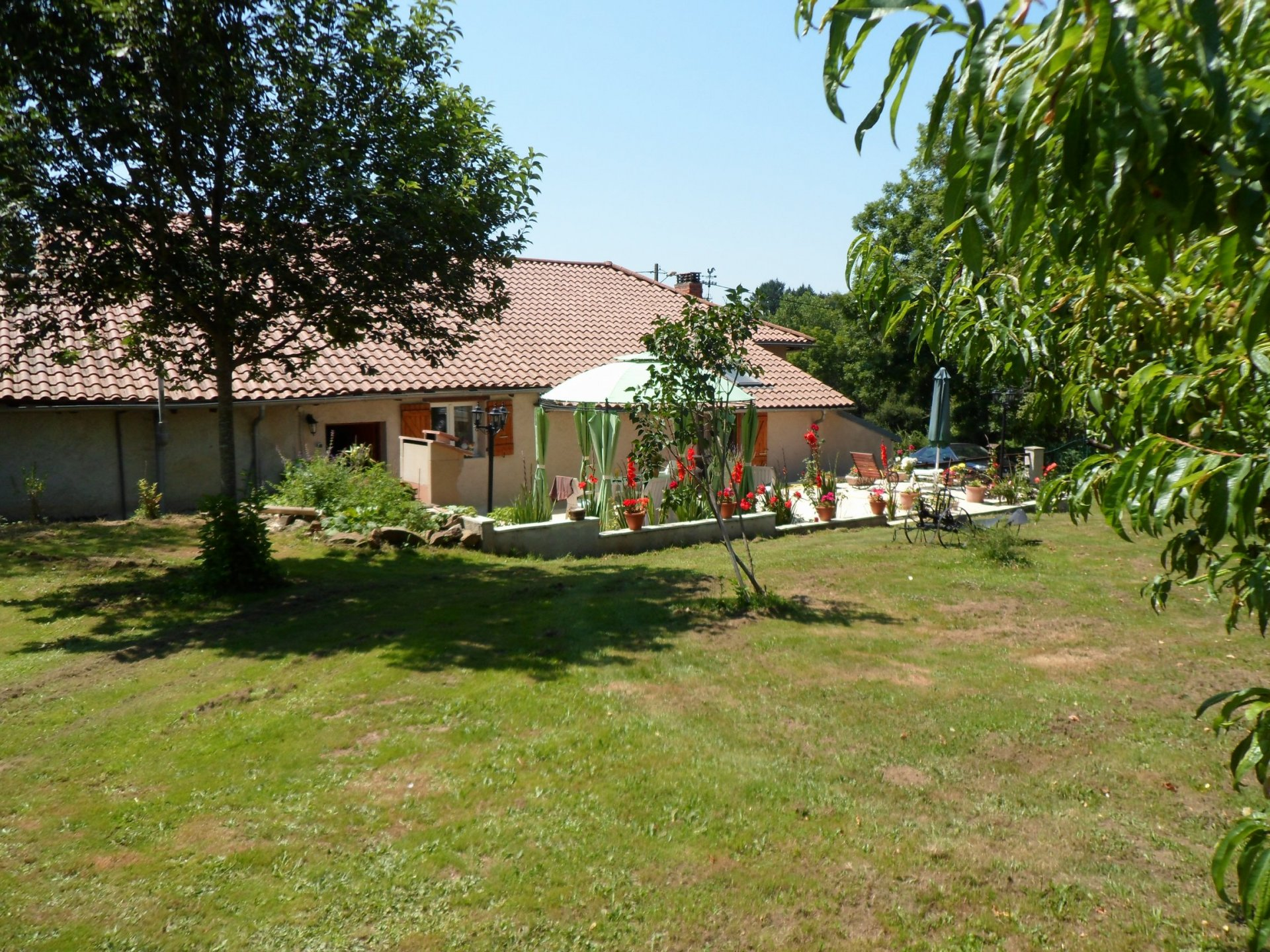 2 renovated country cottages with barn, large private garden and pool