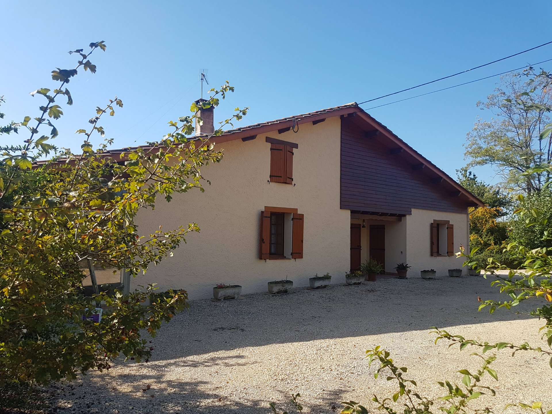 Huge house with independent apartment, outbuilding, pool & 1.4 hectares