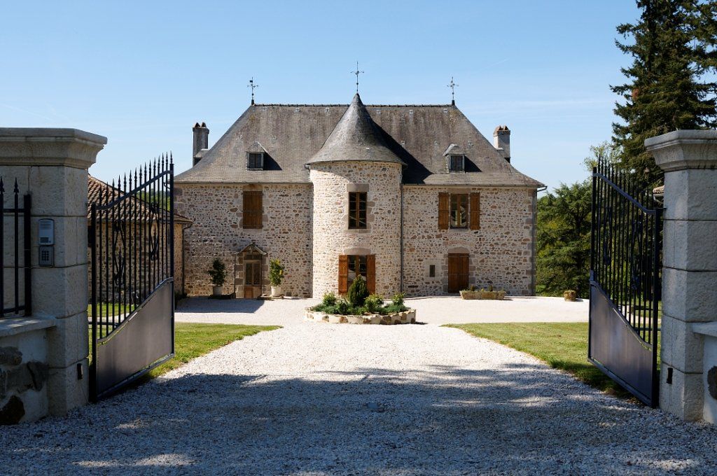 Beautiful 15th C Chateau and separate 3 bed house