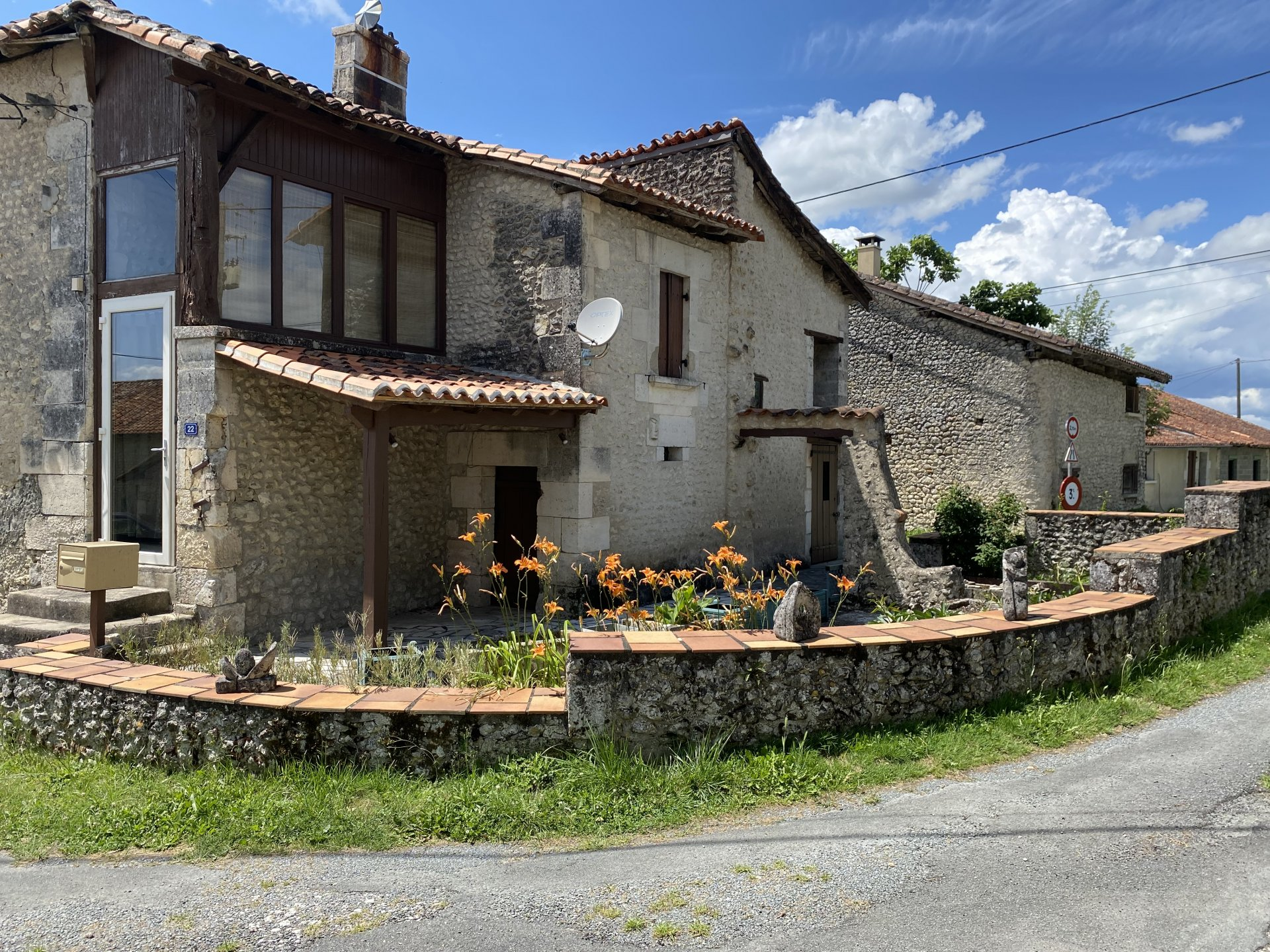 2 bed stone-built cottage, 10 minutes from Aubeterre