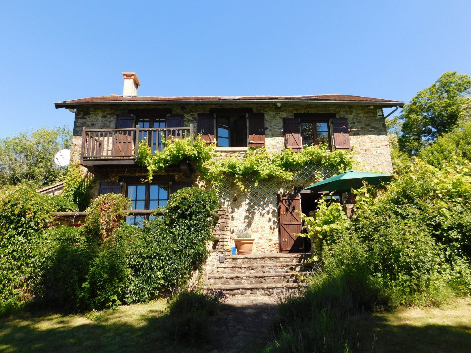Very special property in a place of natural beauty with an incredible view!