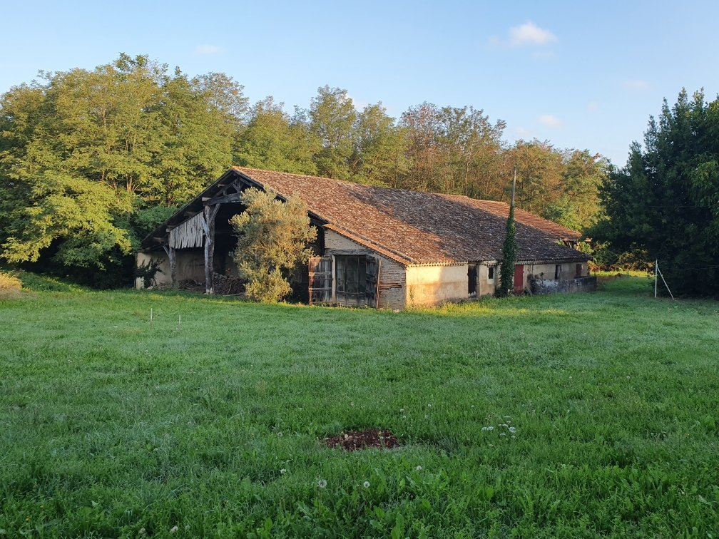 Fabulous barn to renovate with 6 hectares of land