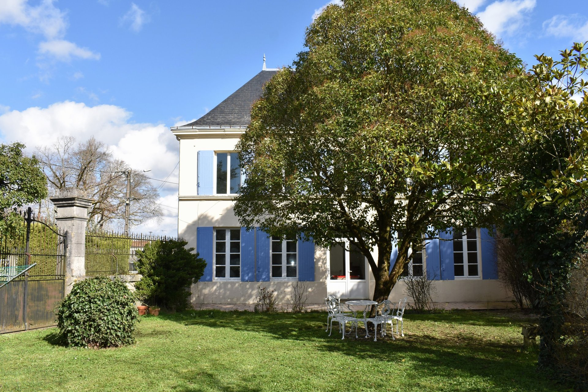 Spacious, bright family home with great income, land and pool all just 20 minutes from Saintes!