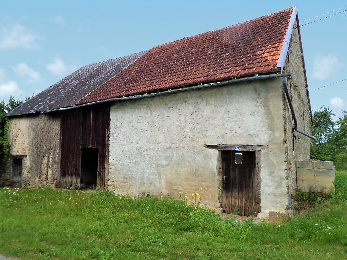 Stone barn to convert in the heart of deepest France