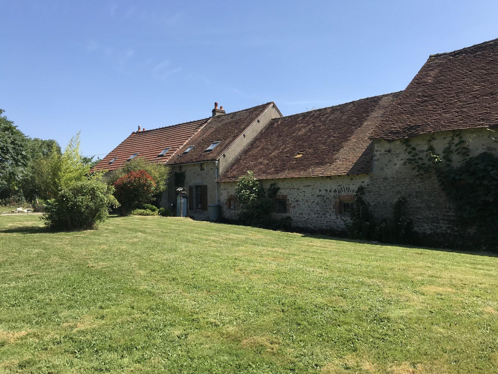 Turn of the century farmhouse, 76m frontage, numerous outbuildings, lovely in ground pool
