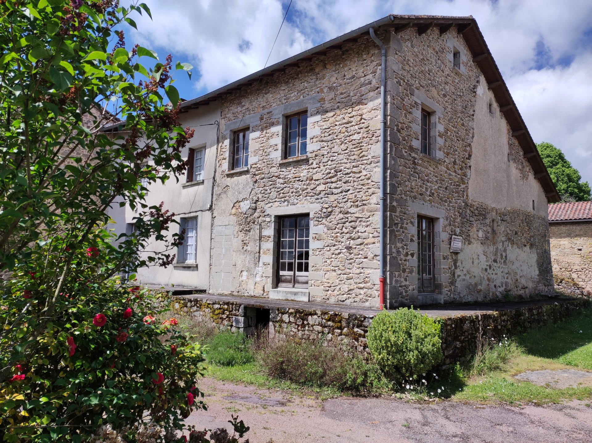 Two houses in the heart of a Dordogne hamlet