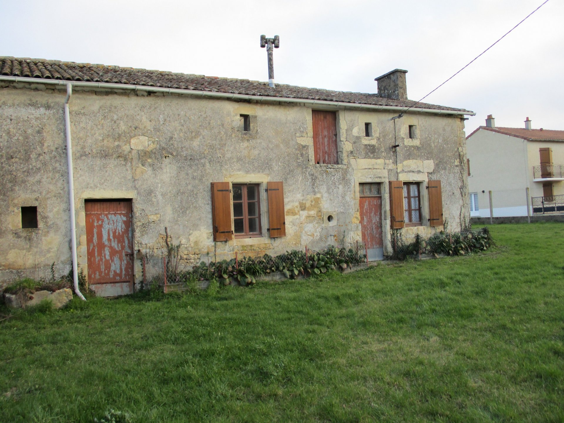 Old longere to renovate in a quiet village