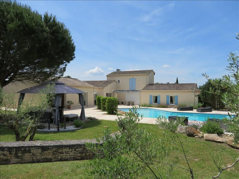 Stunning property with 1 hectare of land