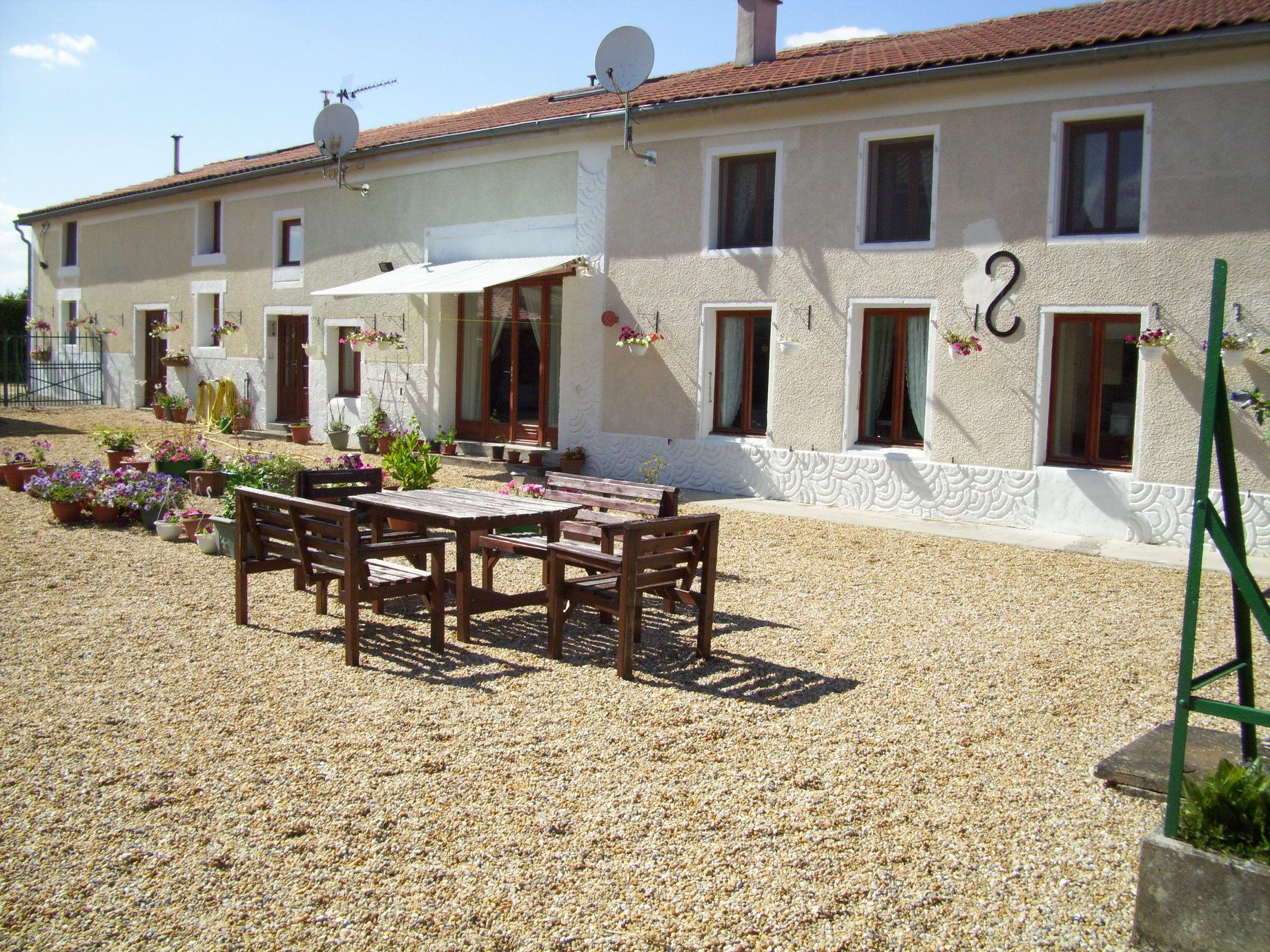 Huge 420m² 7 bed home with 2 studios ideal for gites.