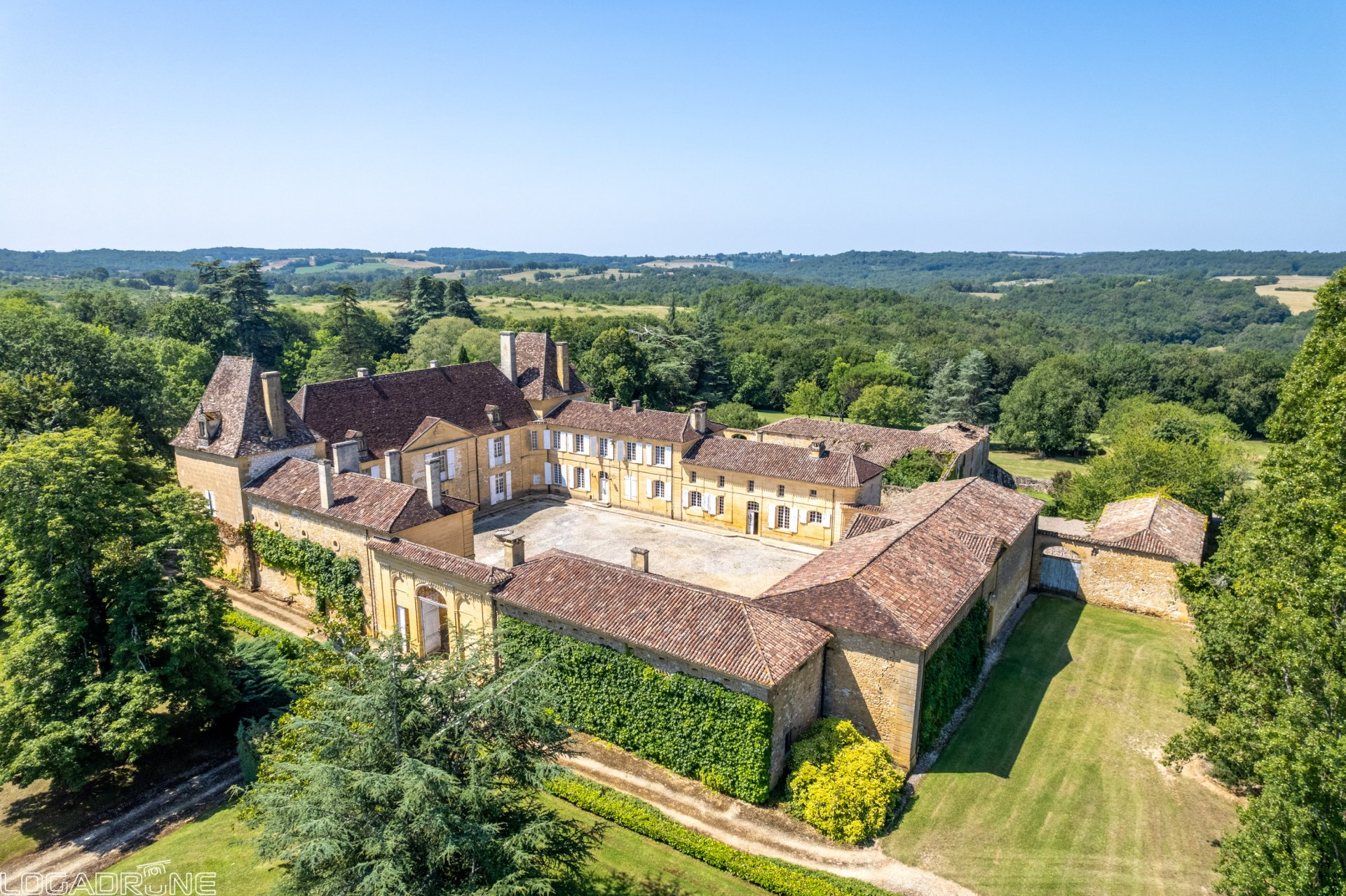 Beautiful period chateau set in 188 hectares of Dordogne countryside